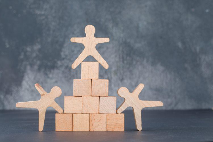 """Der Begriff """"Partners"""" ist als Firmenbestandteil einer GmbH eintragungsfähig. ABER VORSICHT!"""